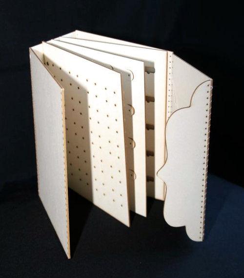 rangement pour boucles d 39 oreilles rabat accolade en carton produit scrapbooking. Black Bedroom Furniture Sets. Home Design Ideas